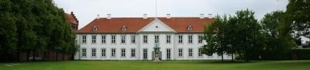Billede af slottet fra havesiden