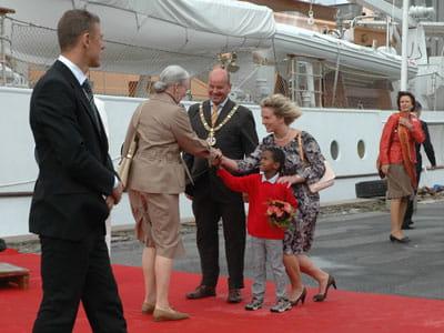 Billede af Dronningen, der modtages på Odense Havn