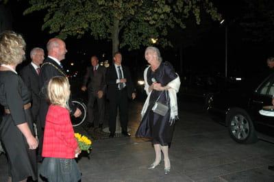 Billede af dronningen, der ankommer til rådhuset