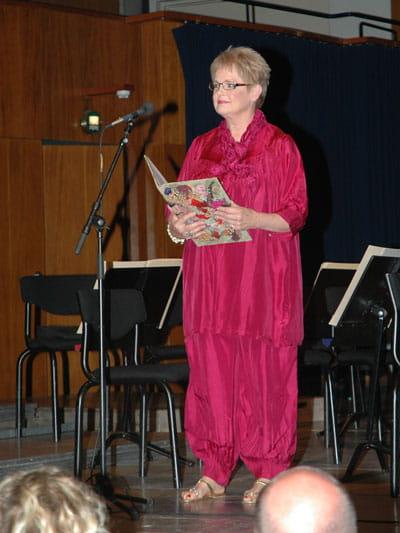 Billede af Ghita Nørby, der læser højt