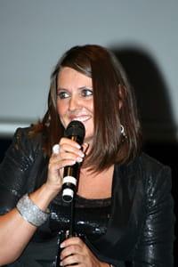 Billede af Linda Andrews der underholder til Frivillighedens Dag 2009