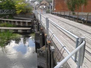 Foto: Jernbanebroen med integreret stemmeværk