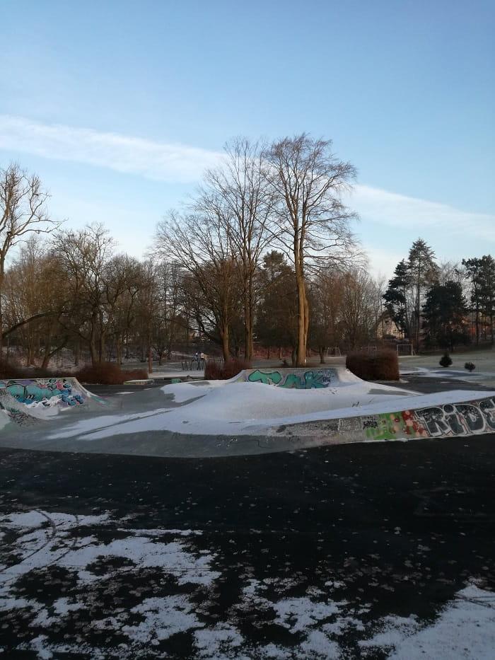 Korsløkke skaterpark snelandskab