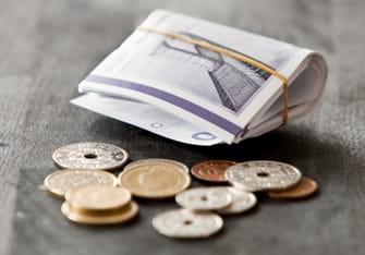 Billede af mønter og pengesedler