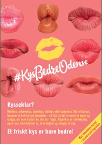 Lyserød plakat med kyssemunde og logo for Kys Bedre Odense.